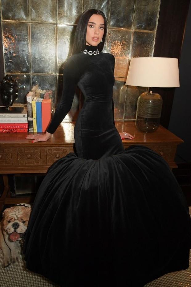 "Икона стиля: Дуа Липа поразила безупречными нарядами на вечеринке ""Оскара-2021"" (ФОТО) - фото №1"
