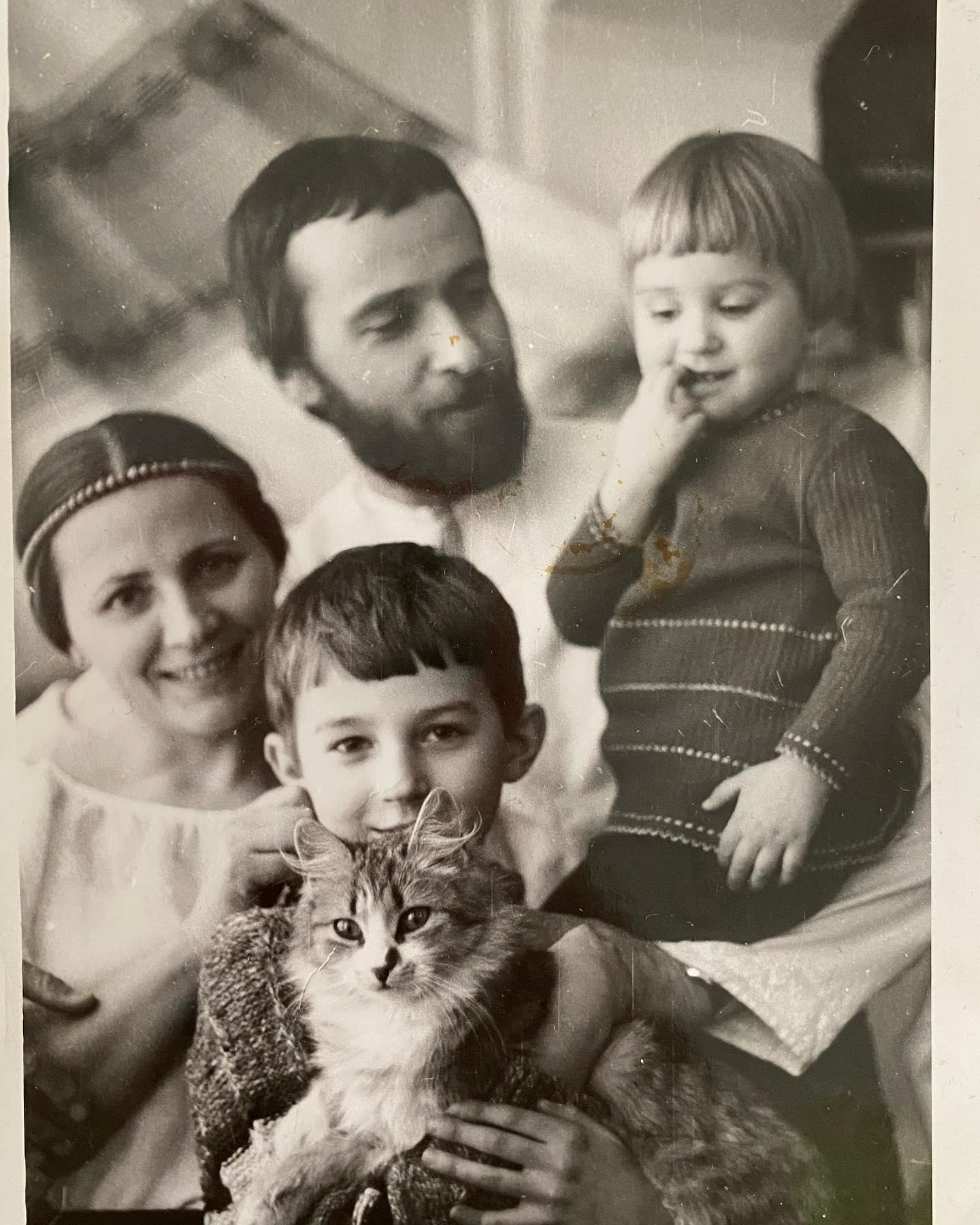 Тоня Матвиенко трогательно поздравила родителей с золотой свадьбой (ФОТО) - фото №4