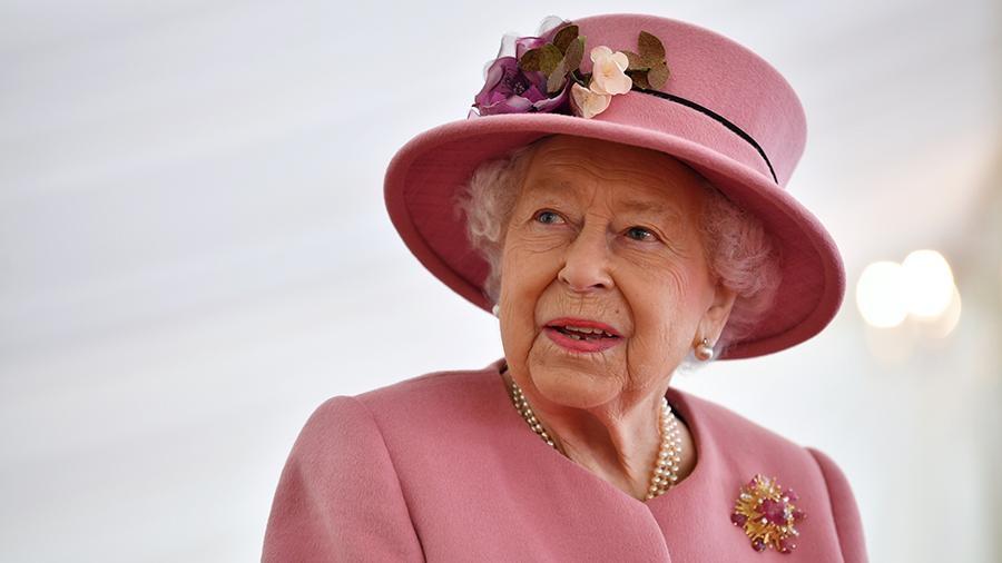 королева приступила к королевским обязанностям