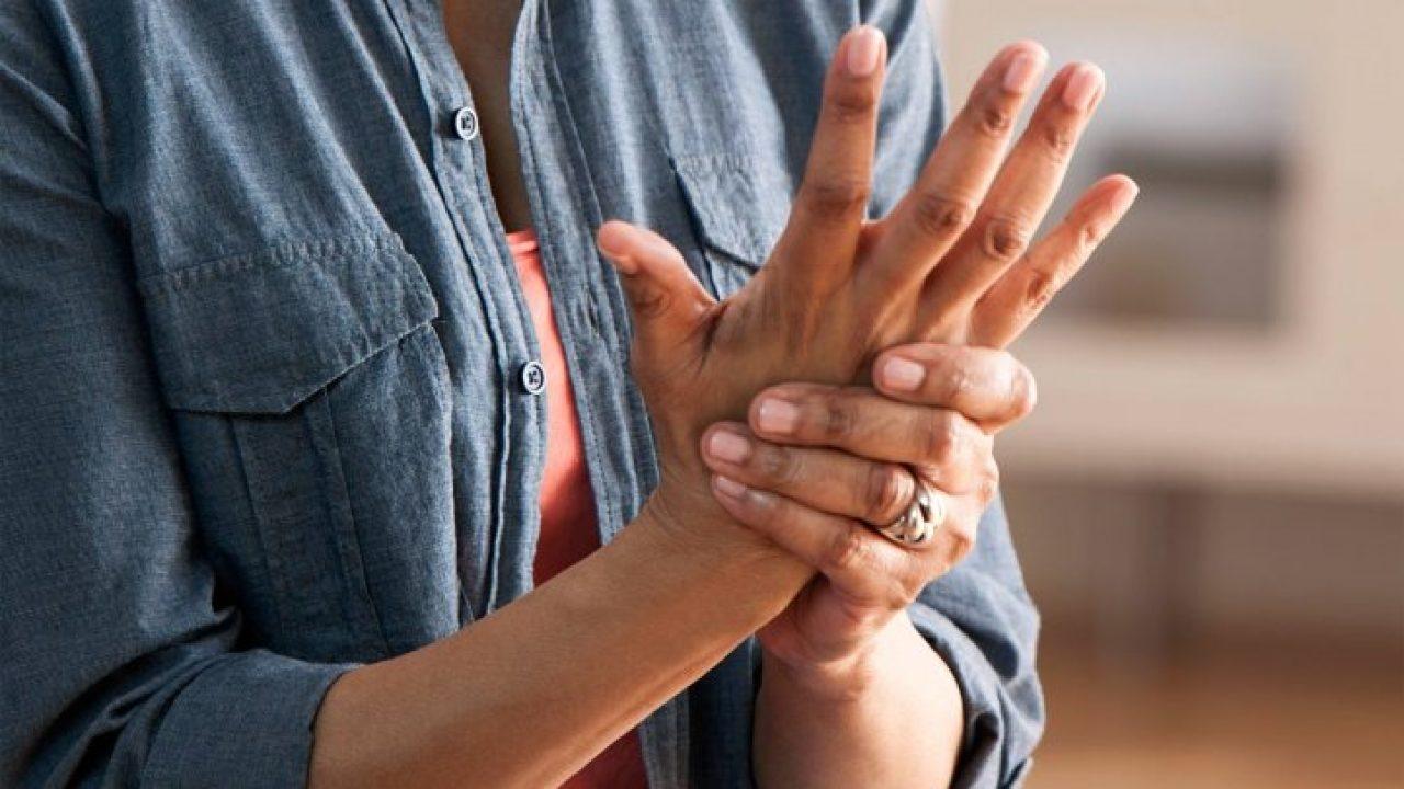 Судороги пальцев рук: причины и как лечить? - фото №1