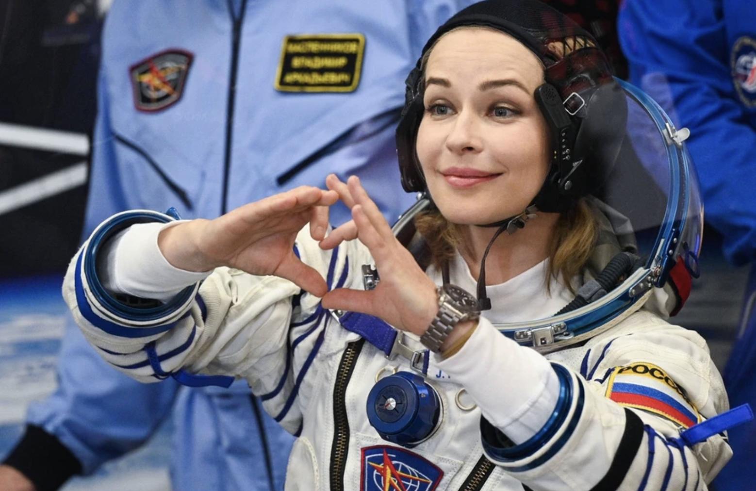 Российская актриса Юлия Пересильд и режиссер Клим Шипенко успешно отправились в космос на съемки нового фильма - фото №2