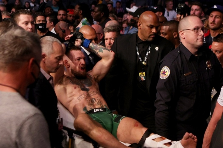 Конор Макгрегор сломал ногу и проиграл в бою с Дастином Порье на UFC 264 - фото №1