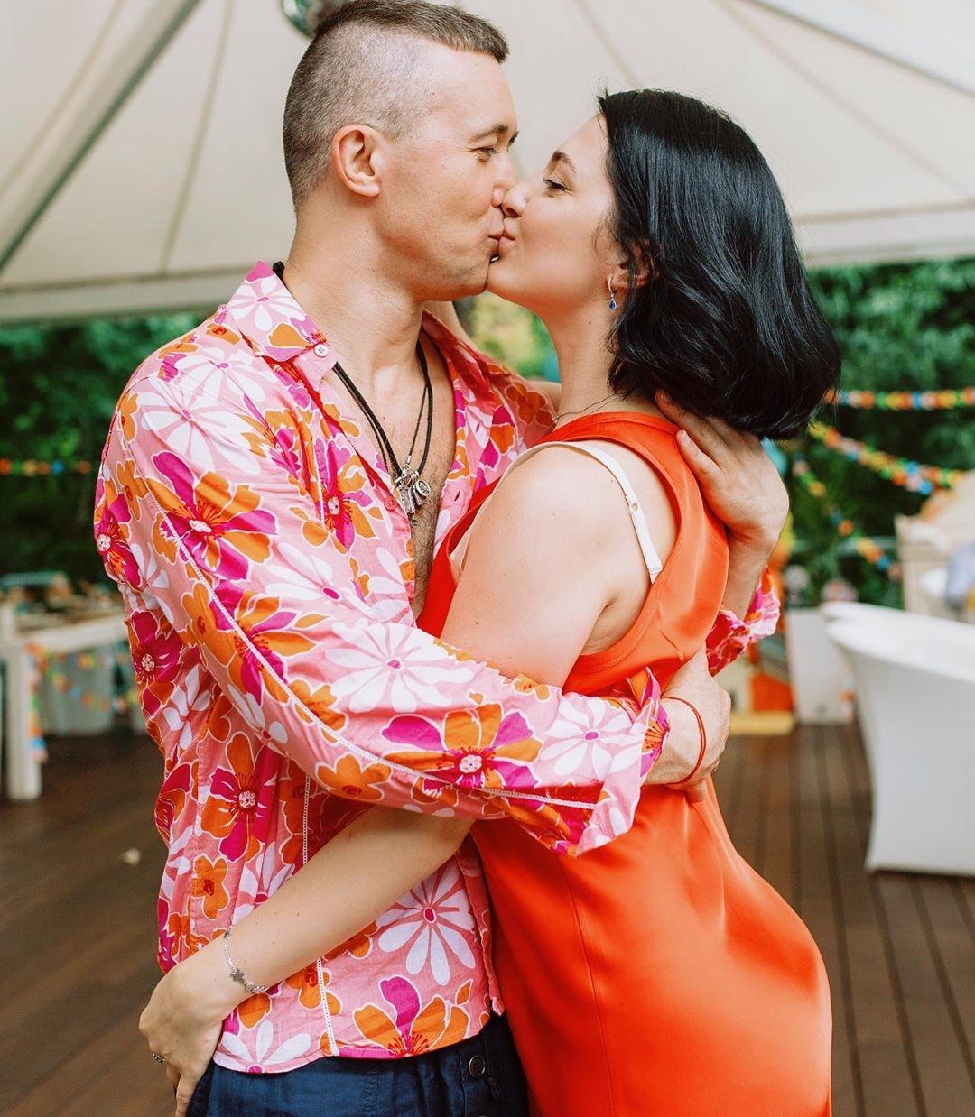 Сергей и Снежана Бабкин поцелуй