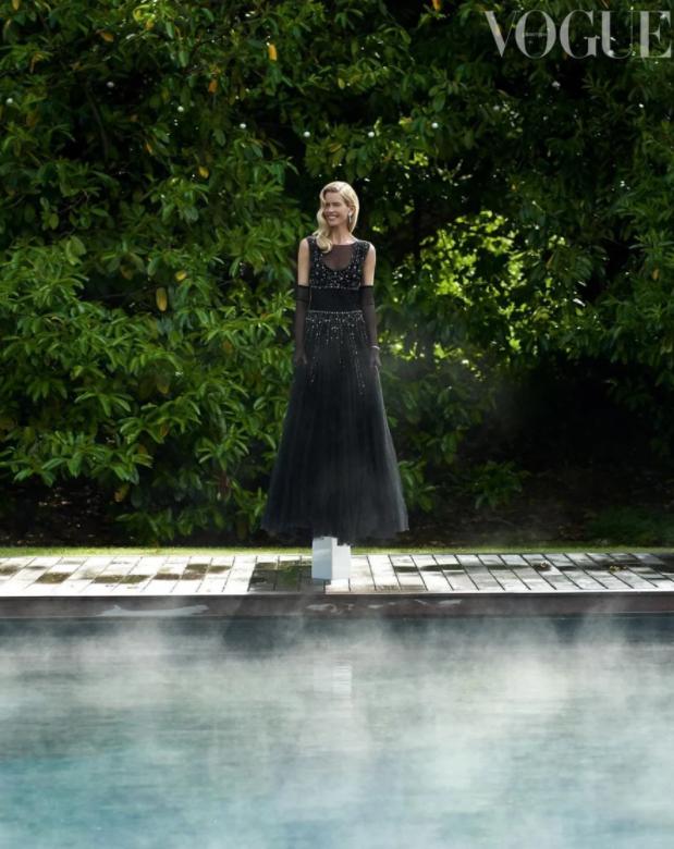 Роковая женщина: Клаудия Шиффер снялась для Vogue в честь своего 50-летия (ФОТО) - фото №2