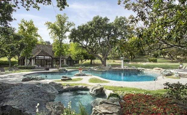 Плохая репутация: ранчо Neverland Майкла Джексона сняли с продажи - фото №4