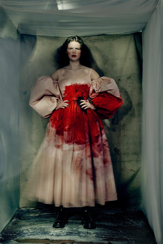 Кровавая мода: Alexander McQueen представили новую коллекцию (ФОТО) - фото №1