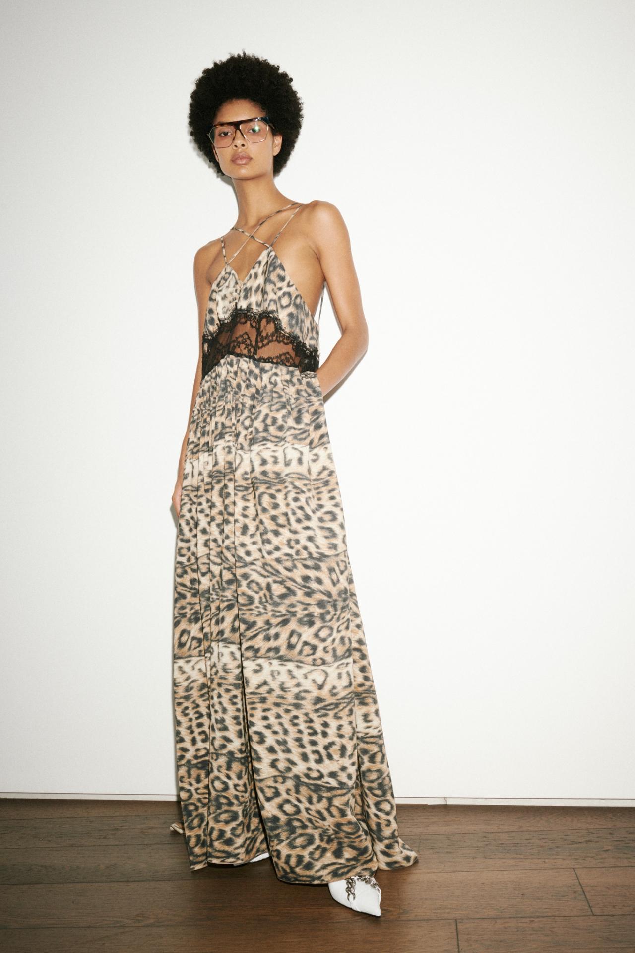 Безупречный стиль и яркие акценты: Виктория Бекхэм представила новую коллекцию (ФОТО) - фото №6