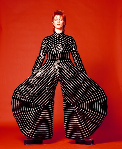 Умер японский дизайнер Кансай Ямамото, который создавал легендарные костюмы Дэвида Боуи - фото №1