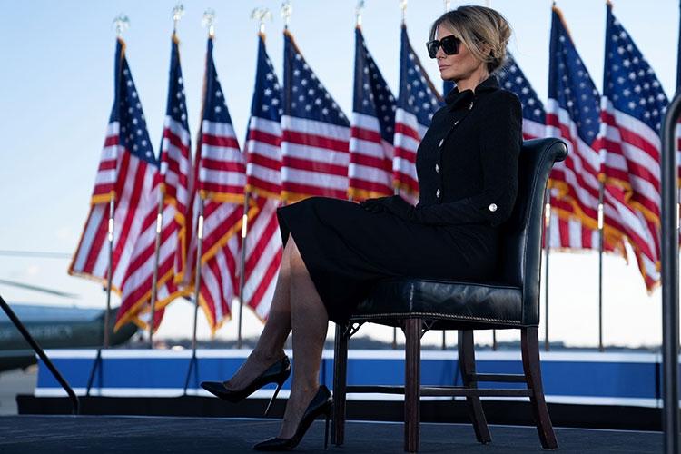 Траурный total black: последний выход Мелании Трамп в статусе первой леди США (ФОТО) - фото №4