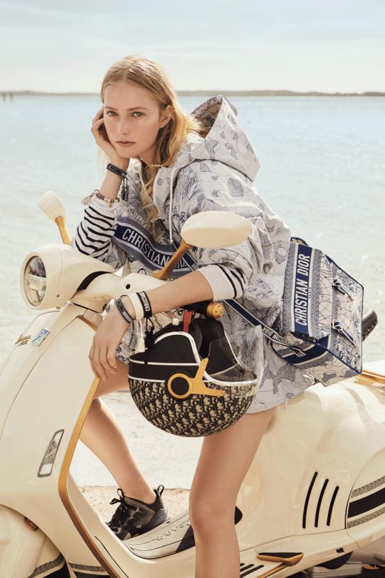 Как у Одри Хепберн! Dior выпустили лимитированную коллекцию скутеров Vespa - фото №2