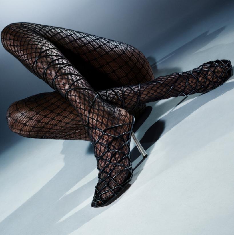 Дерзко и провокационно: Рианна выпустила коллекцию обуви вместе с дизайнером Аминой Муадди (ФОТО) - фото №4