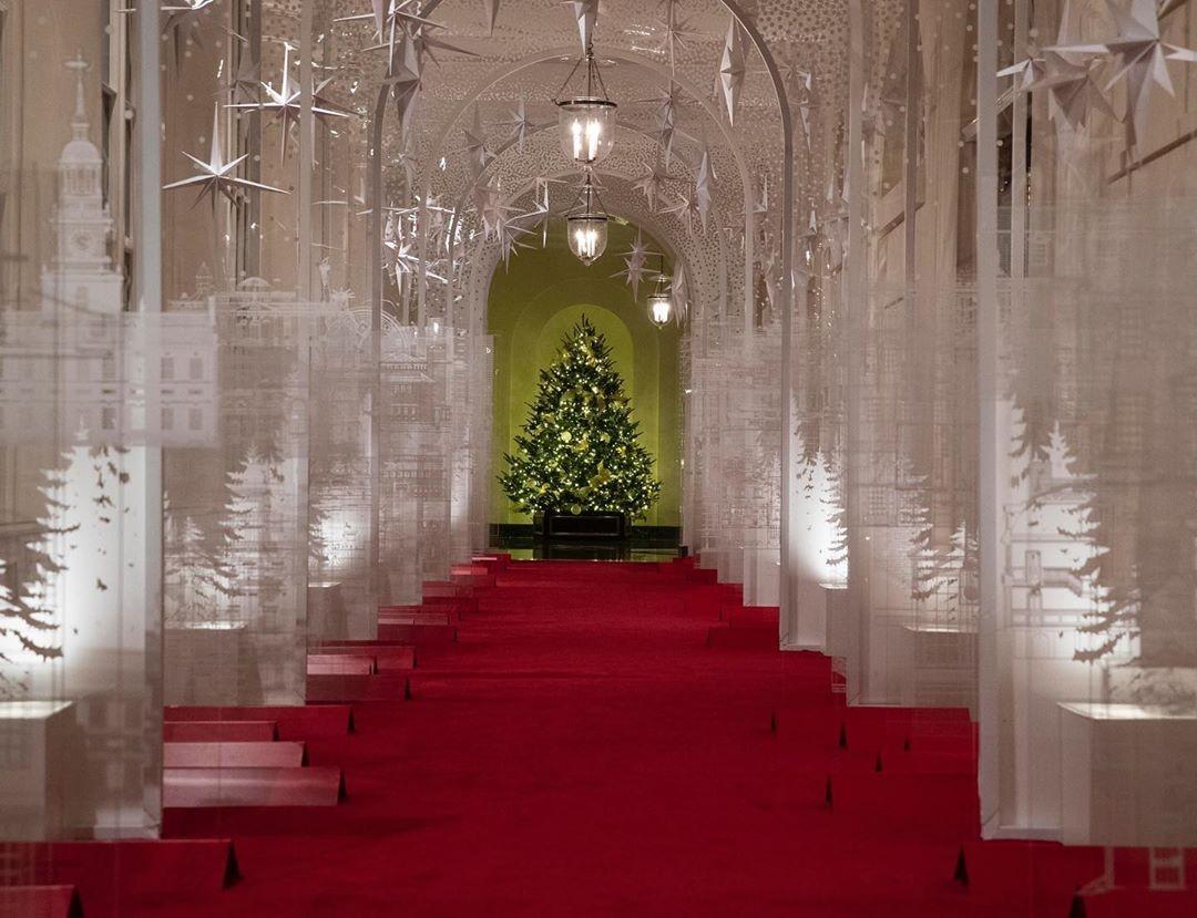 украшение белого дома к рождеству 2020