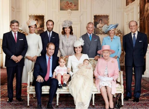 Стало известно, как королева Елизавета II планирует провести Рождество 2020 - фото №1