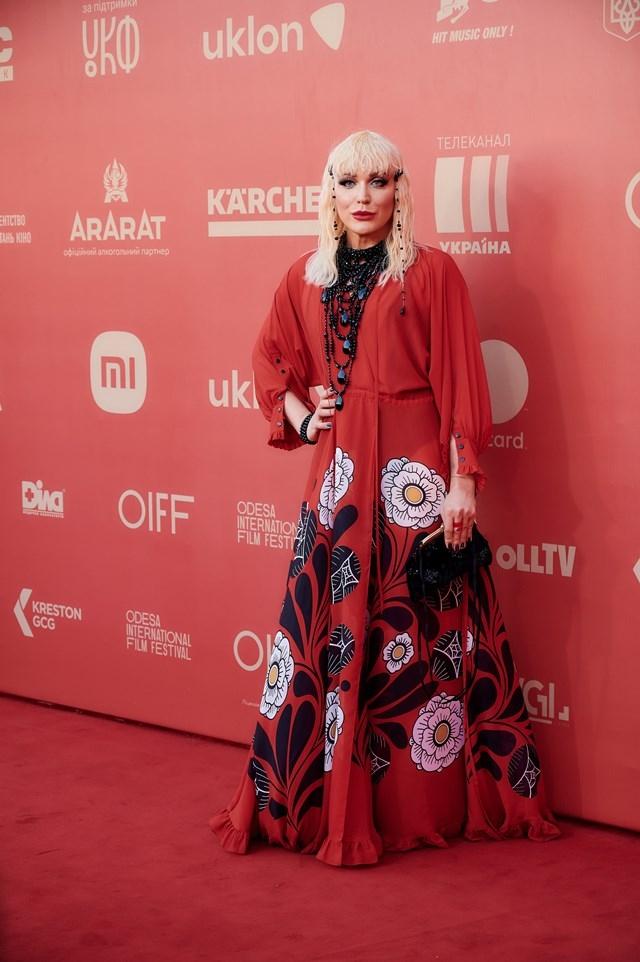 ОМКФ-2021: красная дорожка кинофестиваля (ФОТО) - фото №2