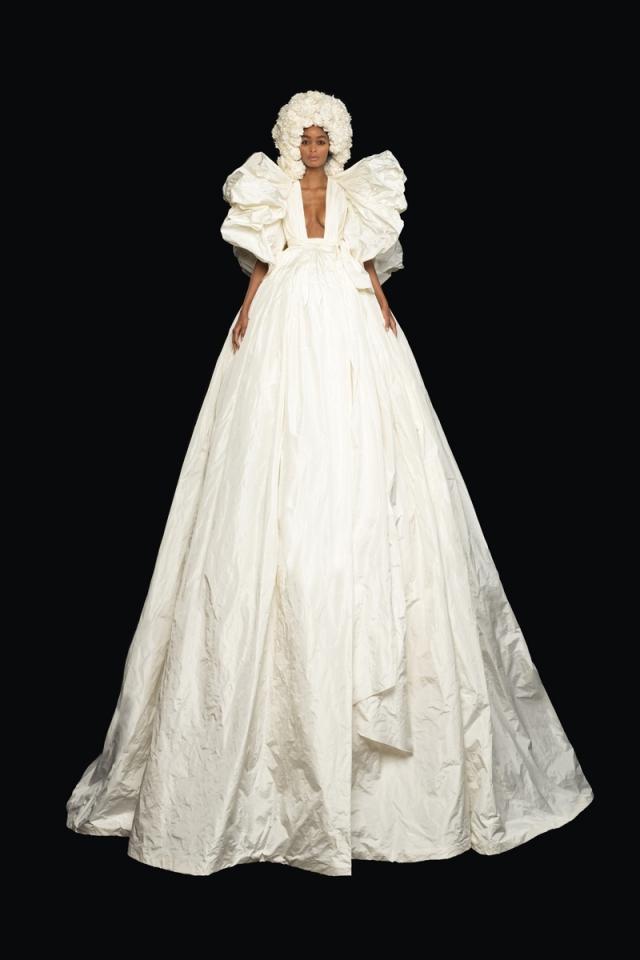Высокая мода и королевские наряды: новая коллекция Valentino Haute Couture 2021 (ФОТО) - фото №2