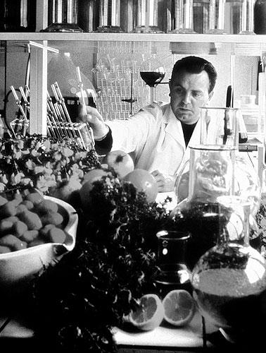 День рождения Ива Роше: интересные факты из жизни основателя косметической компании - фото №1