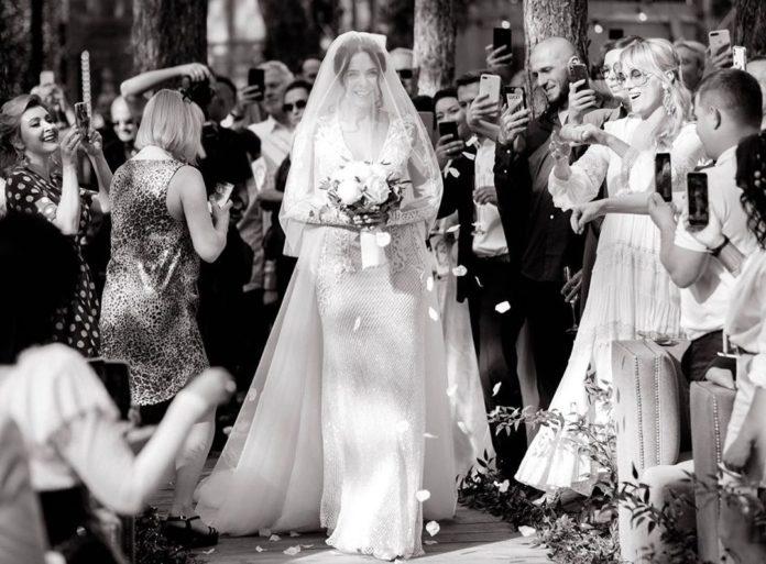 Самые яркие свадебные платья украинских звезд (ФОТО) - фото №11