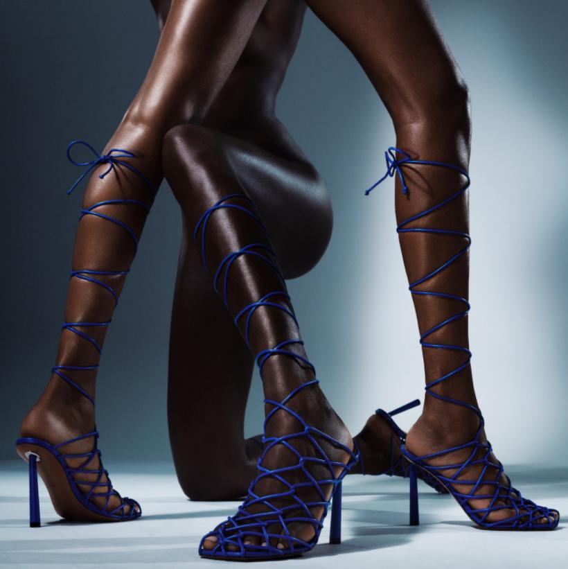 Дерзко и провокационно: Рианна выпустила коллекцию обуви вместе с дизайнером Аминой Муадди (ФОТО) - фото №5
