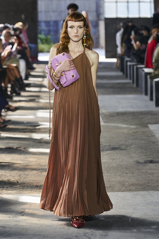 Неделя моды в Милане: Valentino представил коллекцию, вдохновленную цветами (ФОТО) - фото №9