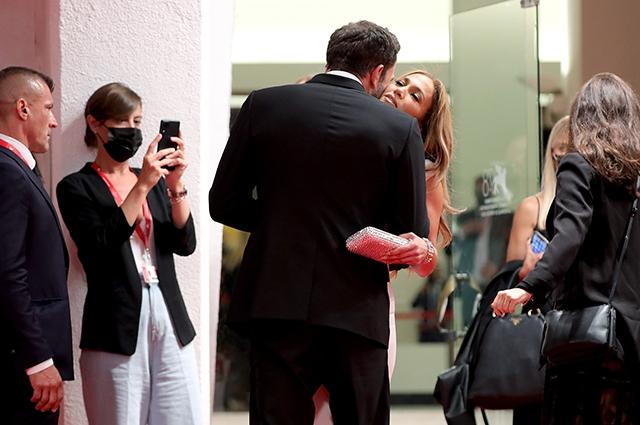 Дженнифер Лопес и Бен Аффлек впервые после воссоединения вместе вышли в свет - фото №3