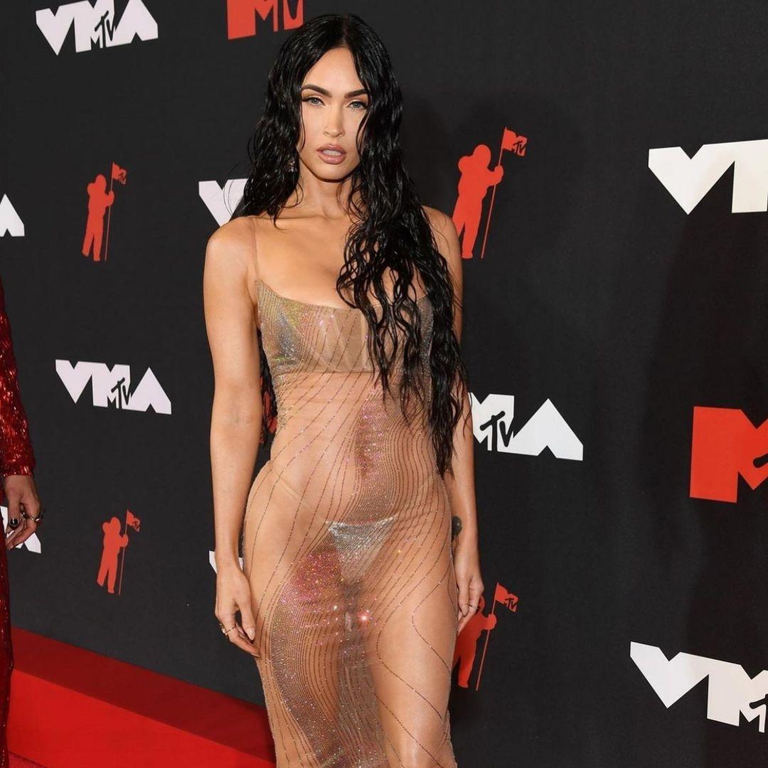 меган фокс голое платье