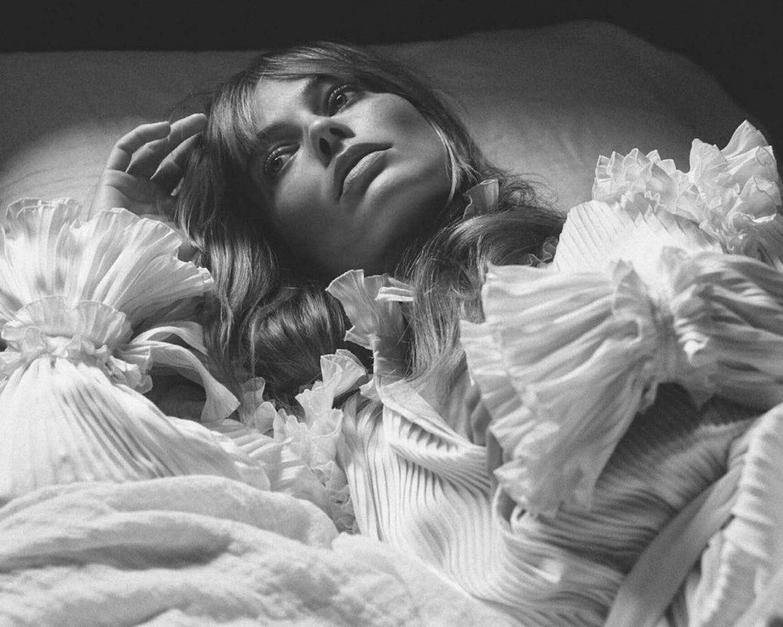 """Звезда """"Отряда самоубийц"""" Марго Робби украсила обложку британского Vogue (ФОТО) - фото №4"""
