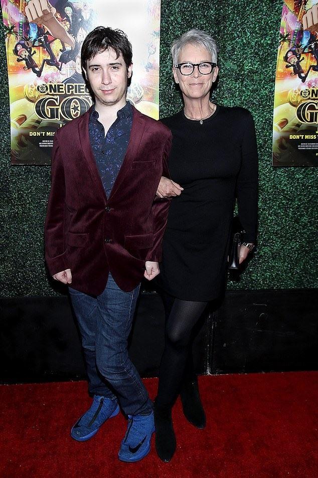 Звезда фильмов ужасов Джейми Ли Кертис сообщила, что ее 25-летний сын совершил трансгендерный переход - фото №1