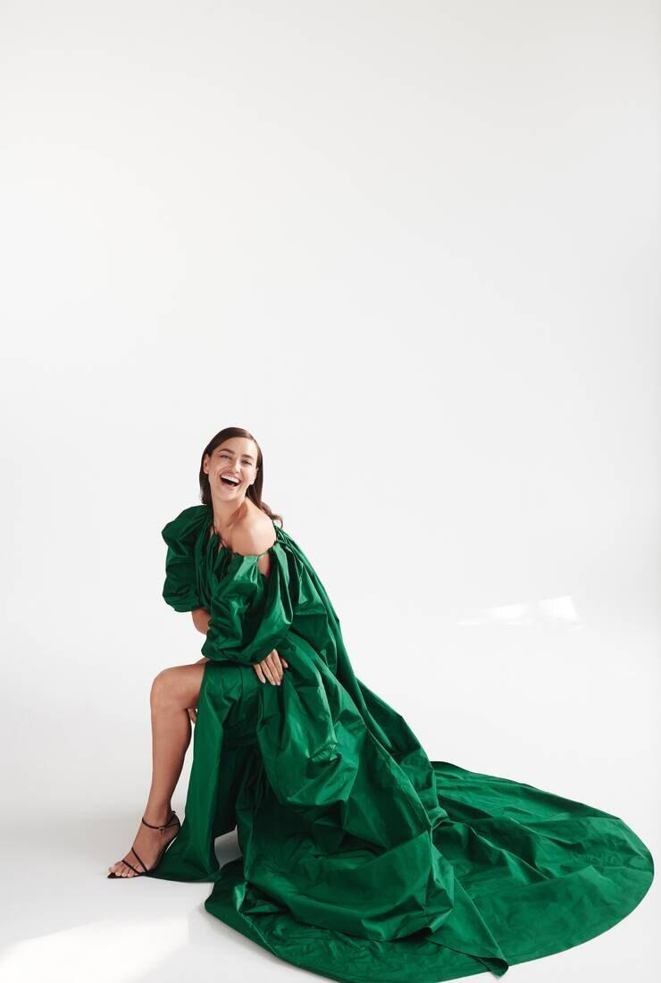 Роскошная красота: Ирина Шейк в рекламной кампании Oscar de la Renta Pre-Fall 2021 (ФОТО) - фото №1