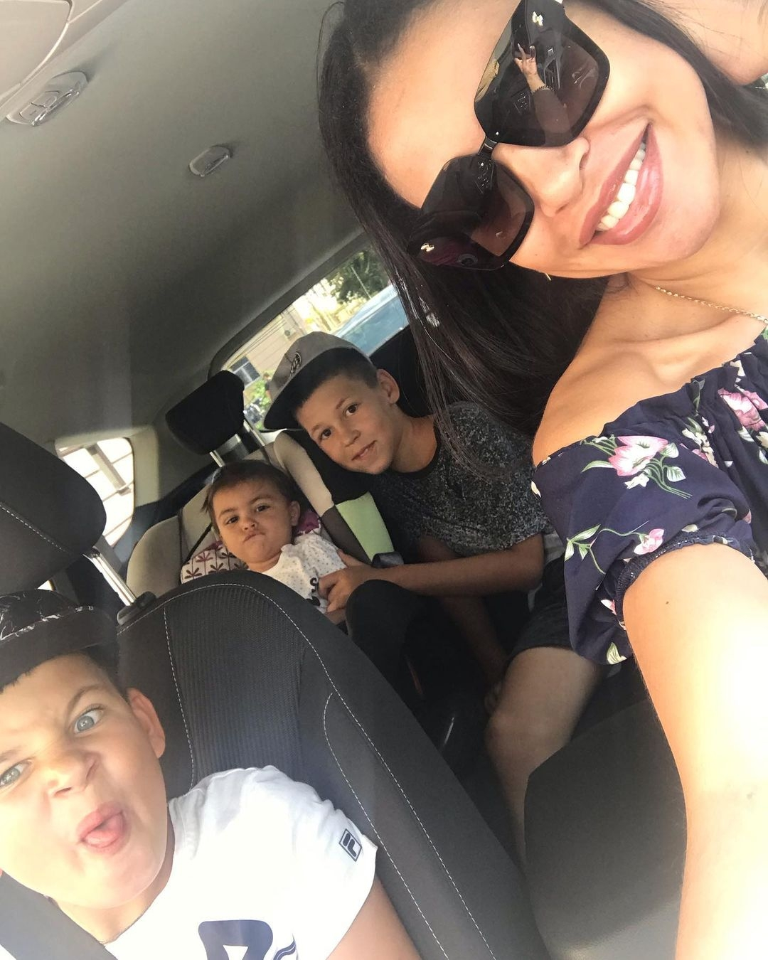 Экс-супруга рэпера Сереги Полина Ололо впервые за год пообщалась с сыновьями - фото №3