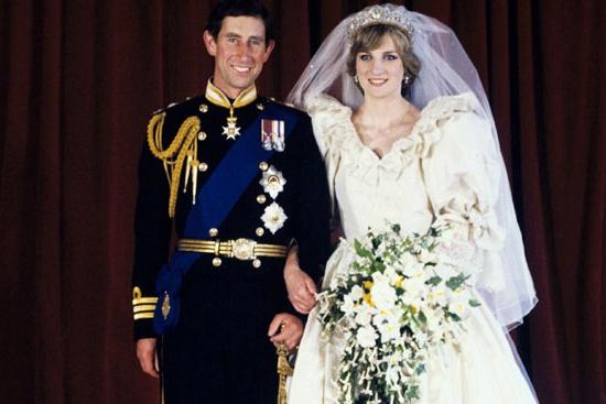 """Королевский биограф: принцесса Диана чувствовала себя """"ягненком на заклании"""" в день своей свадьбы с принцем Чарльзом - фото №1"""