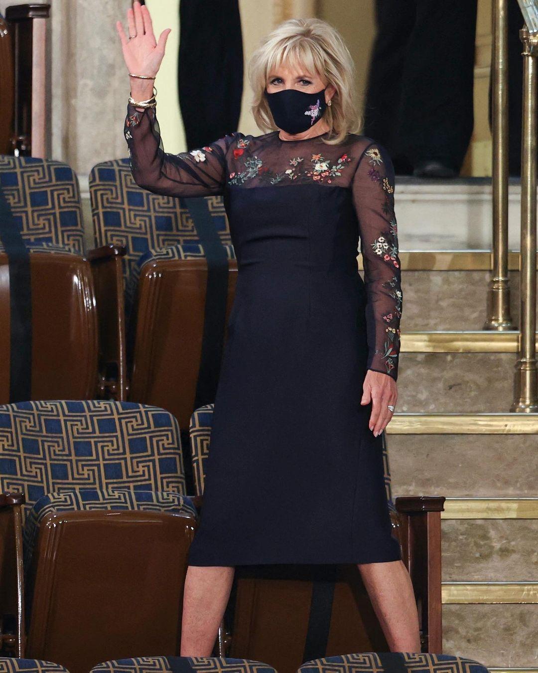 Джилл Байден вышла в свет в элегантном платье с прозрачными вставками (ФОТО) - фото №2