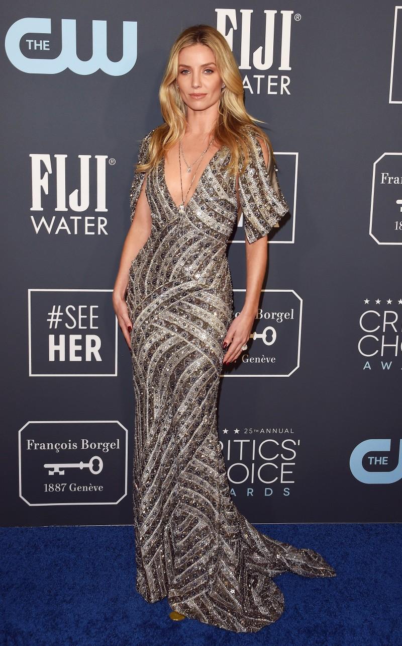 Critics' Choice Awards 2020: самые яркие наряды с красной дорожки - фото №24