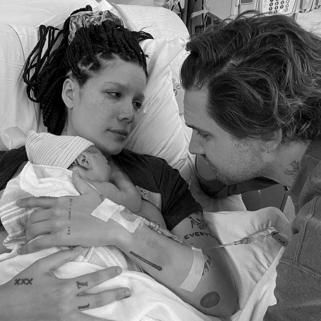 Певица Холзи впервые стала мамой (ФОТО) - фото №1
