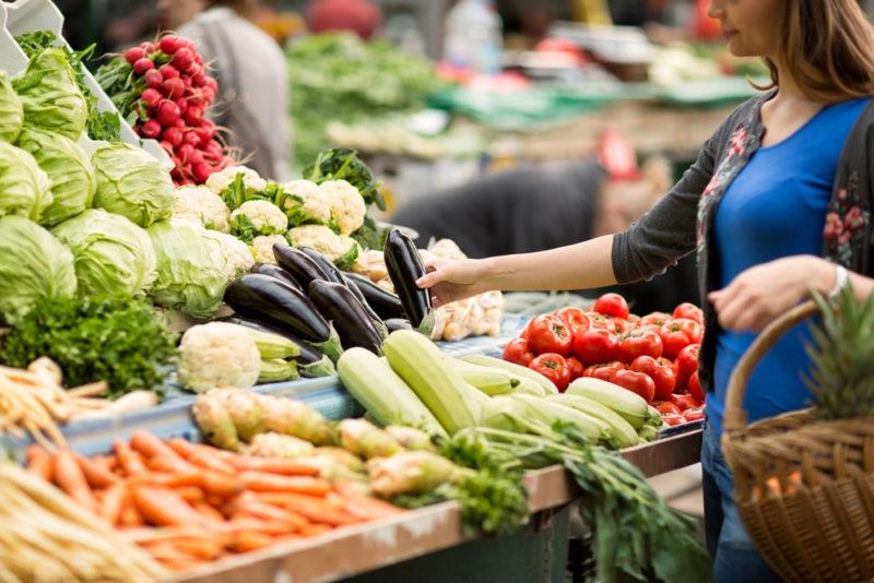 В Украине планируют открыть продуктовые рынки - фото №2
