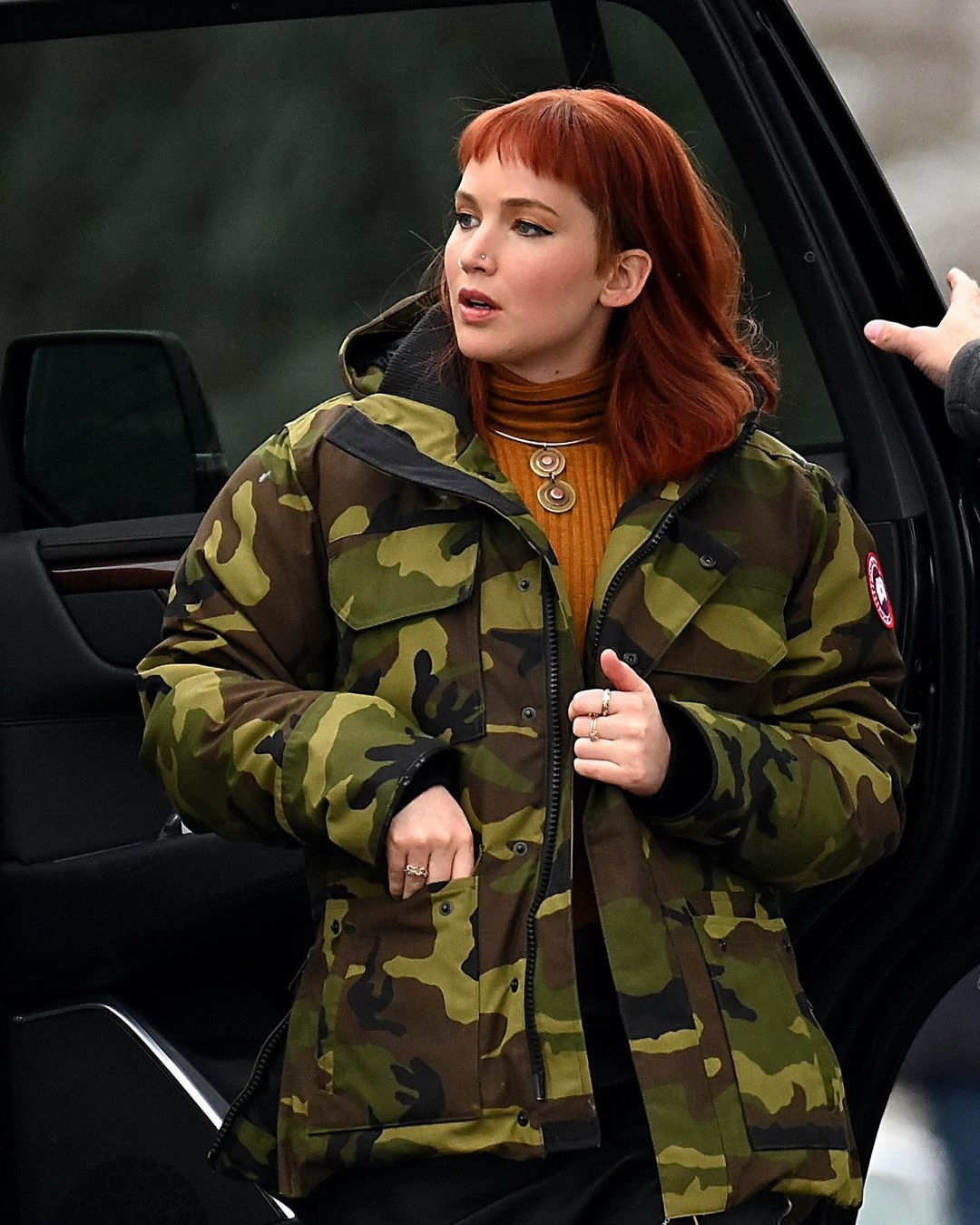 """Дженнифер Лоуренс получила ранение во время съемок фильма """"Не смотри вверх"""" - фото №1"""