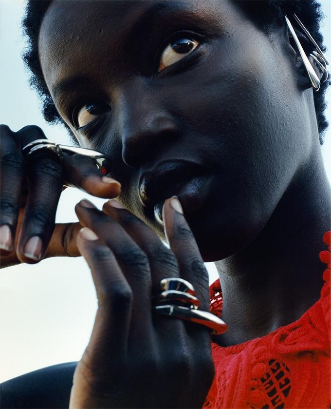 Сильные и свободные женщины. Alexander McQueen представили рекламную кампанию новой коллекции (ФОТО) - фото №1