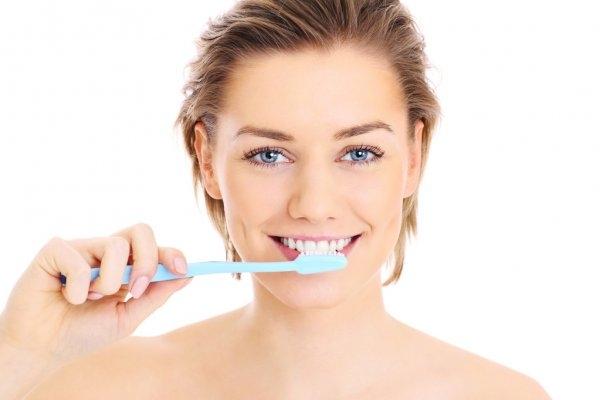 Как правильно чистить зубы: учимся ухаживать за ротовой полостью - фото №2