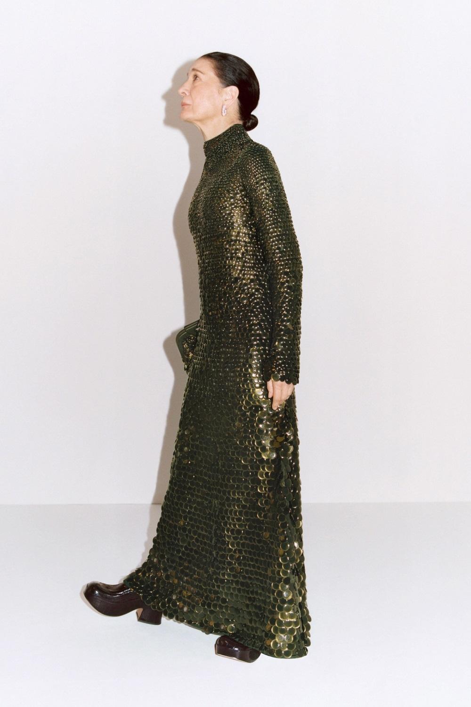 Блестящие платья, яркие шубы и много зеленого цвета в новой коллекции Bottega Veneta (ФОТО) - фото №2