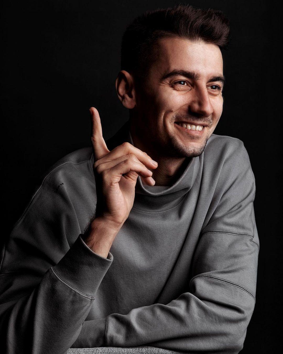 #Сильный. Александр Эллерт о стереотипах: Я делаю маникюр, посещаю косметолога и думаю, что мне надеть — это нормально, когда мужчина следит за собой - фото №1