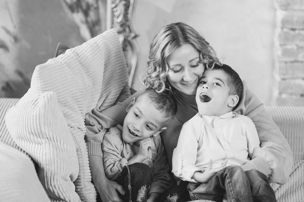 """""""Иногда мне кажется, что я схожу с ума"""": откровенная история мамы мальчиков-двойняшек с диагнозом ДЦП - фото №1"""