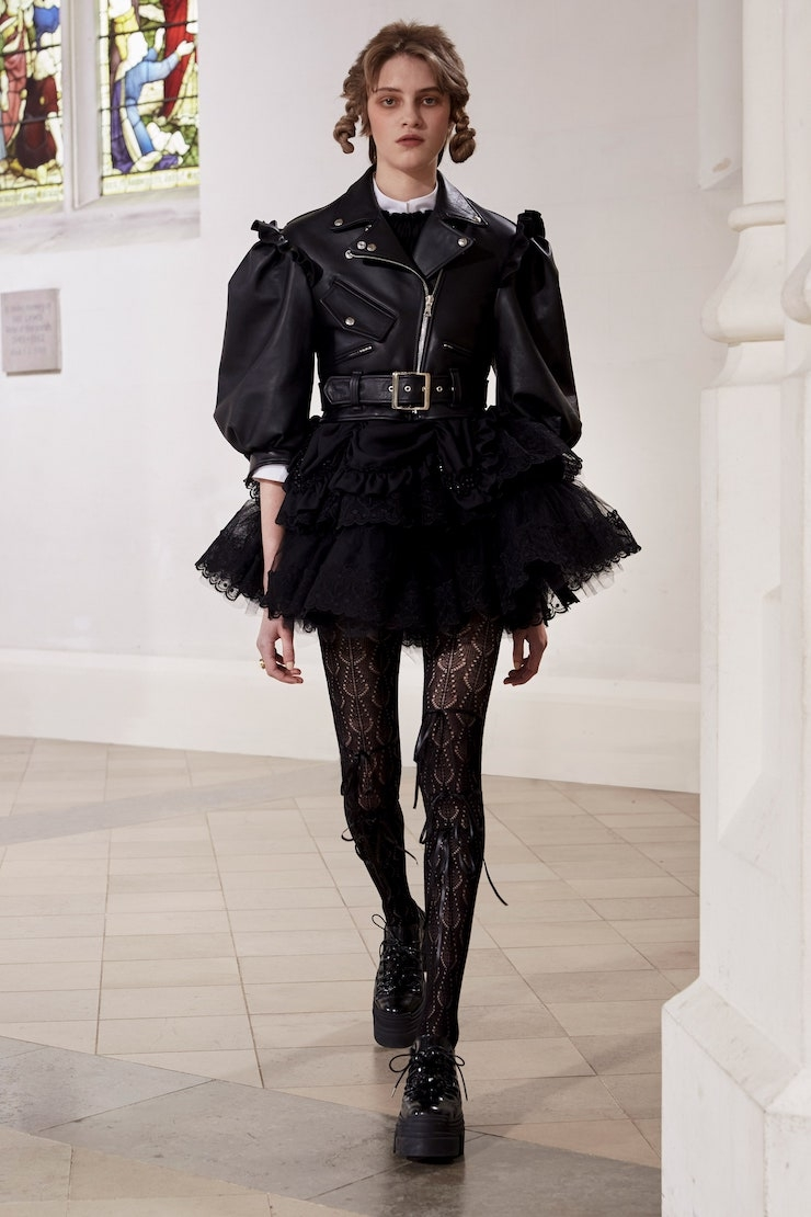 Кружевные платья и куртки-косухи: Simone Rocha представили новую коллекцию (ФОТО) - фото №1
