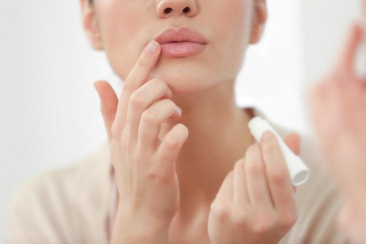 Как быстро вылечить заеды в уголках рта: эффективные способы - фото №1