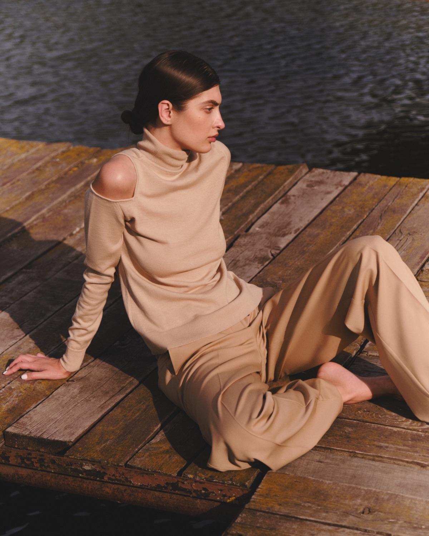 Структурированные пиджаки, трикотажные платья и туники в новой коллекции L.A.B BY TERNOVSKAYA - фото №2