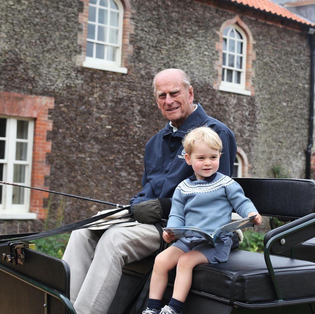 Принц Джордж празднует день рождения: королевская семья показала новый портрет наследника (ФОТО) - фото №2