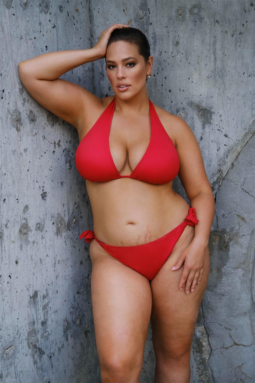 Натуральная красота: Эшли Грэм снялась в рекламе купальников, показав фигуру после родов (ФОТО) - фото №4