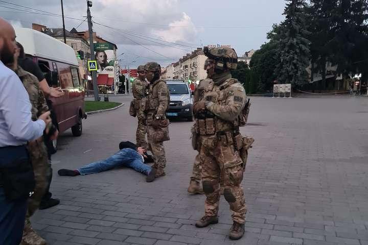 В Луцке задержали террориста и освободили заложников: как это было и что известно об Максиме Кривоше? - фото №1