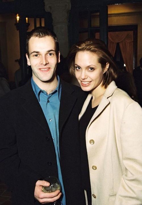 Анджелина Джоли спровоцировала слухи о возвращении к бывшему мужу - фото №2