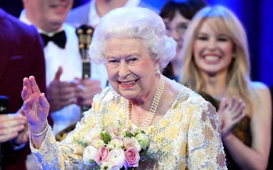 Королева Елизавета II впервые за 68 лет отменила салют в честь своего дня рождения - фото №2