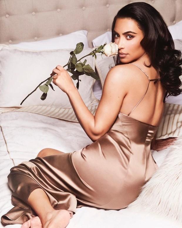 Сексуально и изысканно: бренд Ким Кардашьян Skims выпустил новую коллекцию одежды для дома и сна - фото №2