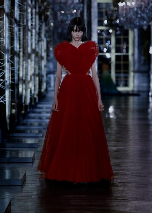 Розы, зеркала и кружевные фартуки: обзор новой коллекции Dior (ФОТО) - фото №2
